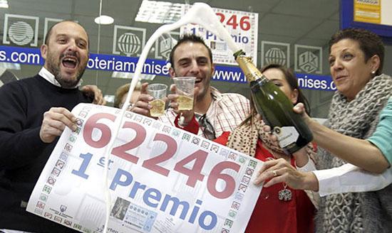 Lotería Manises es la Administración de Loterías más afortunada de España