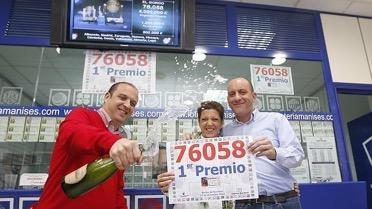 Loteria Manises celebra el primer premio